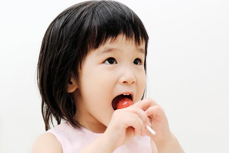 過度な間食やだらだら食べは、お子様の虫歯リスクを高めます